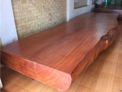 Tìm hiểu bàn ghế phòng khách gỗ gõ Uganda có tốt không?